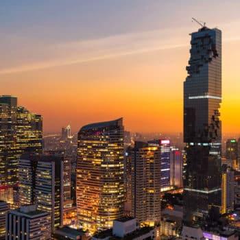 Bangkok-Skyline-bei-Daemmerung-mit-dem-mahanakhon-tower