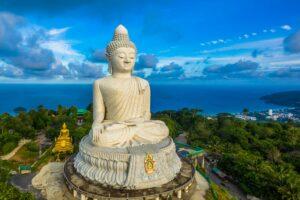 Big Buddha von Phuket mit Blick über die Insel Phuket