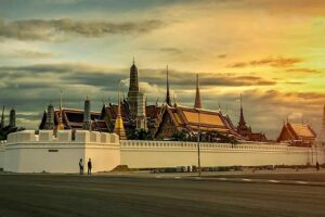 Der Königspalast in Bangkok, angestrahlt von der Sonne, Bangkok, Thailand