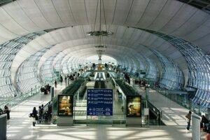 Ein Terminal des Flughafen Suvarnabhumi in Bangkok, Thailand, Sandbox Reise buchen