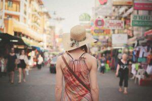 Touristin auf den Strassen in China Town, Bangkok, Thailand, Sandbox Reisen