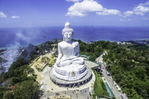 Vogelperspektive von dem Phuket Big Buddha aufgenommen mit einer Drohne