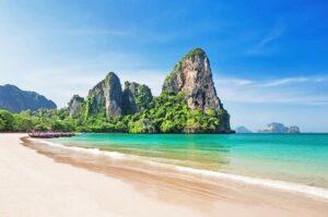 Blick auf einen von Krabis Traumstränden, Railay Beach, Krabi, Thailand, Phang Nga Sandbox Reisen