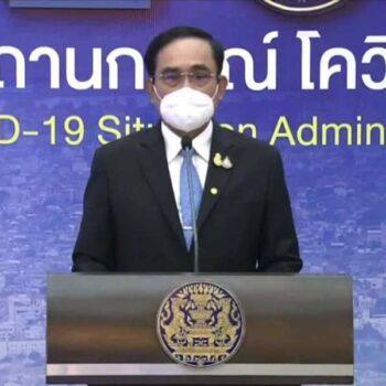 Premierminister Prayuth Chan-o-cha auf der gestrigen Pressekonferenz, wo er die Aufhebung der Quarantäne bestätigte