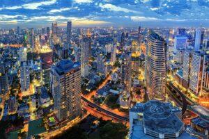 Skyline von Bangkok, wo ab 01. Dezember wieder Alkohol verkauft werden darf
